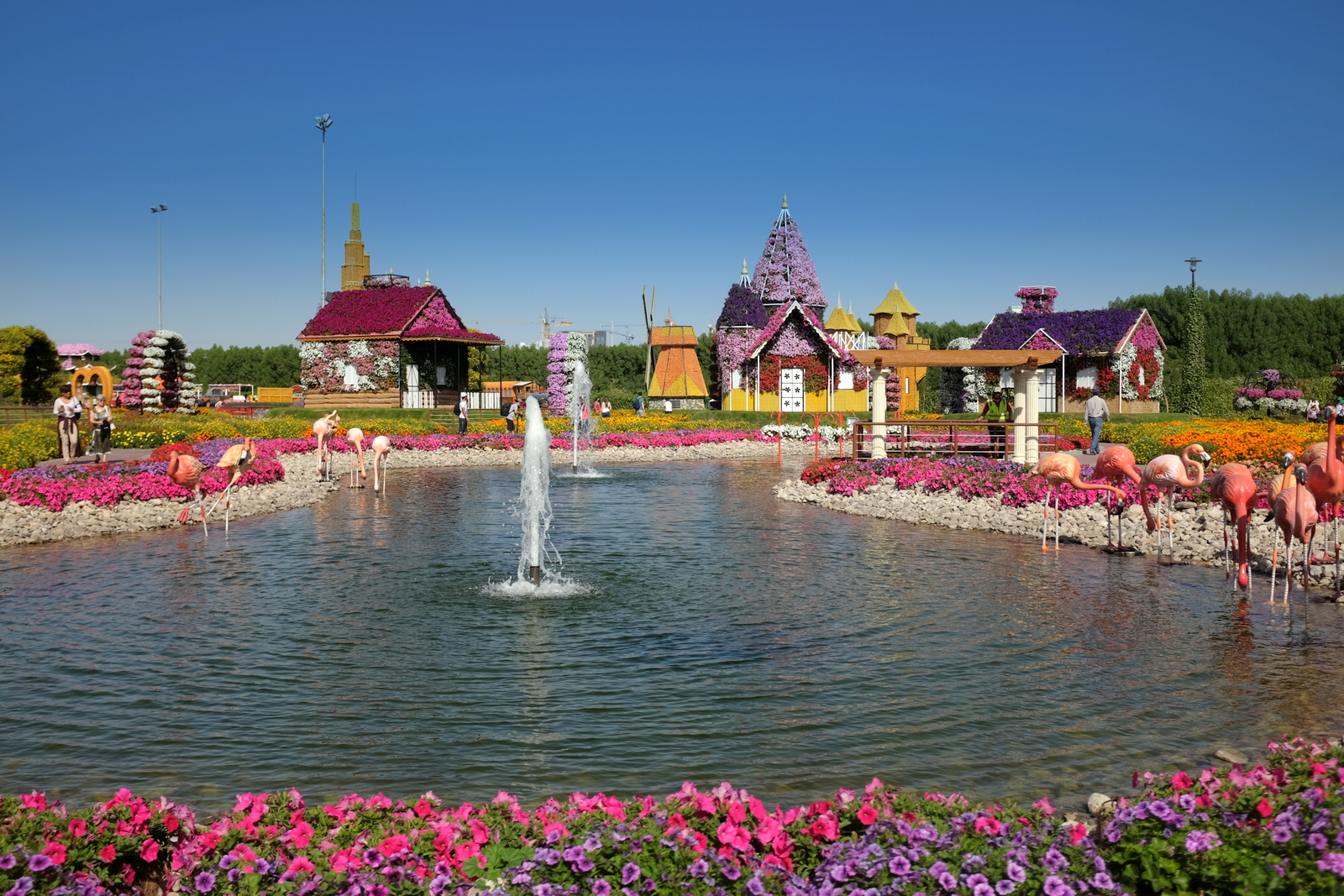 Dubai Miracle Garden - Lake
