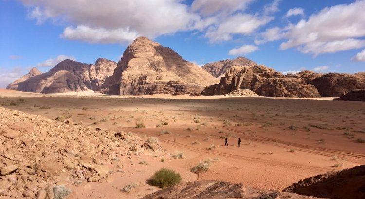 Skály v poušti ve Wadi Rum