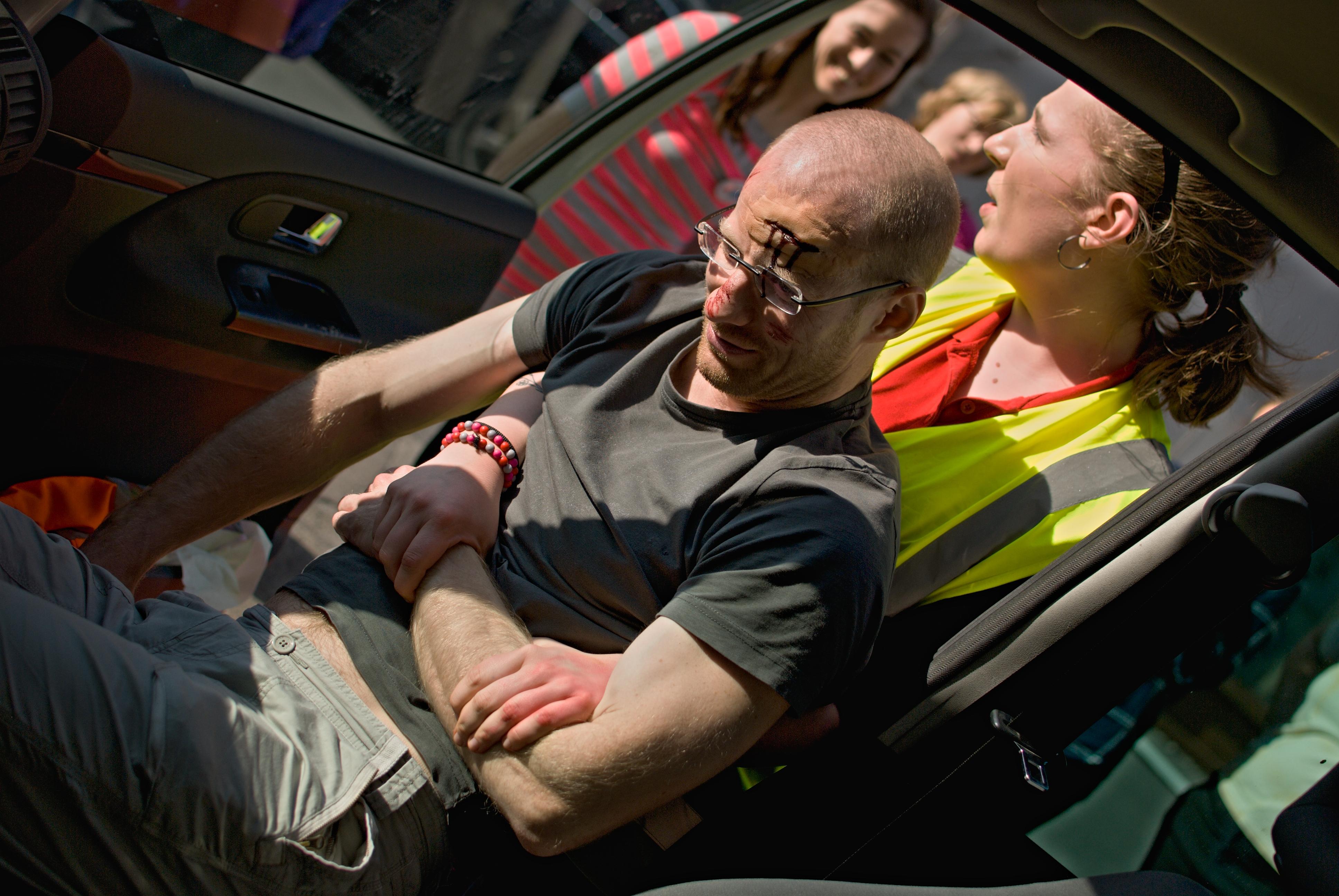 Vytáhnutí člověka v bezvědomí z auta