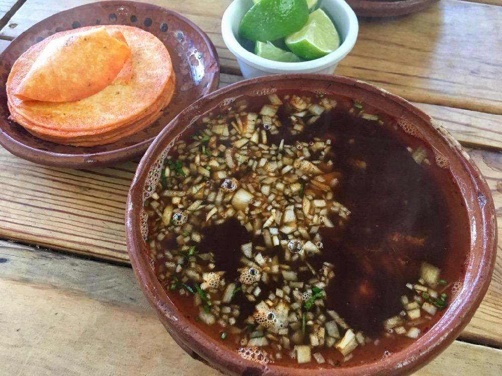 Birria de res - hovězí polévka