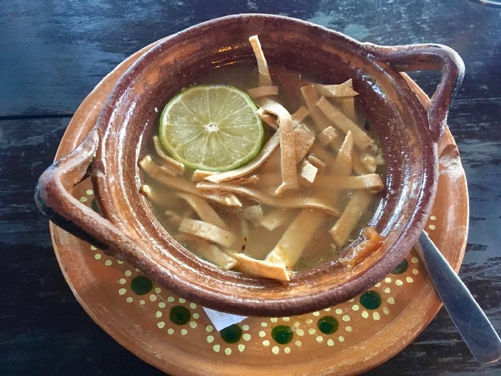 Sopa de lima - limetková polévka