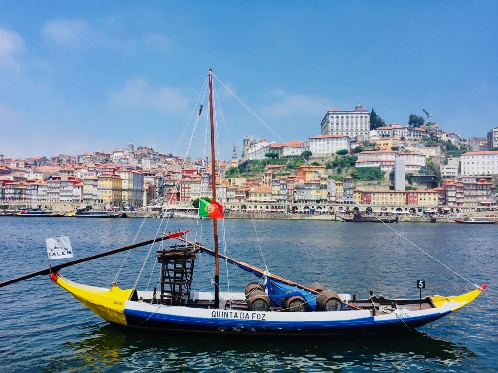 Porto - pohled přes řeku