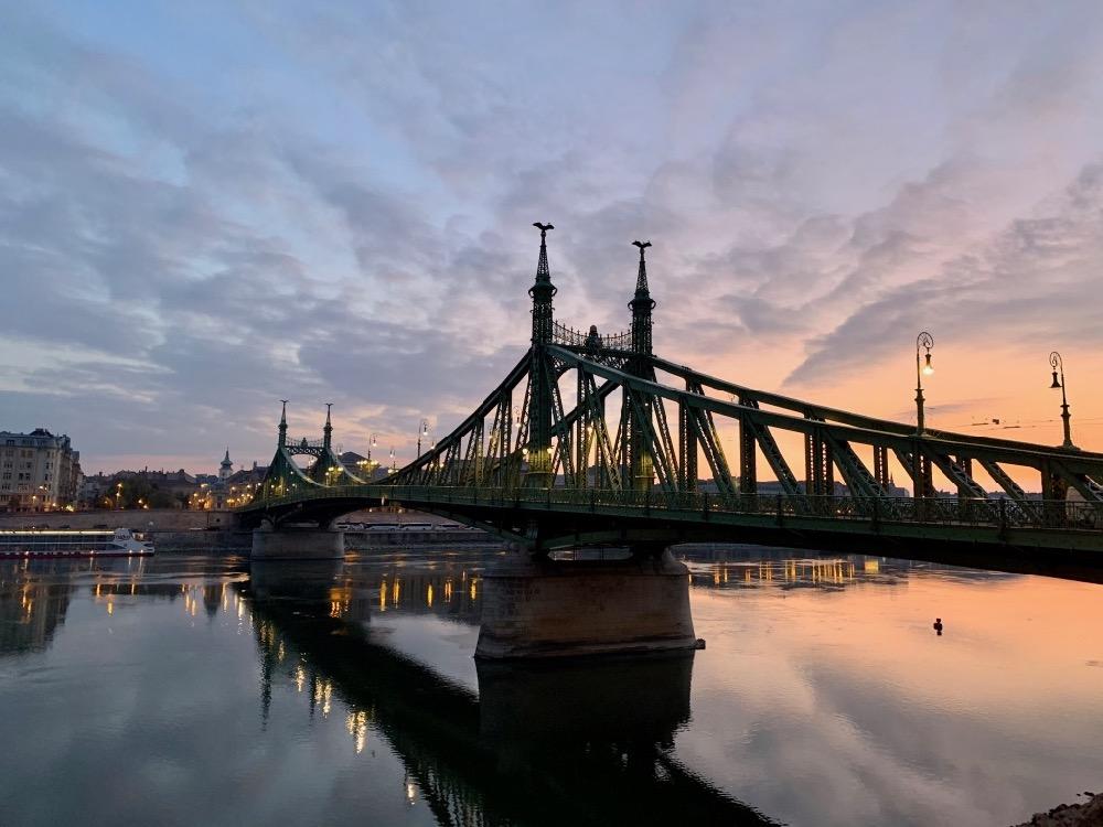 Východ slunce v Budapešti