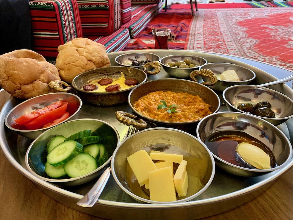 Turecká snídaně v Hünkar Oğlu
