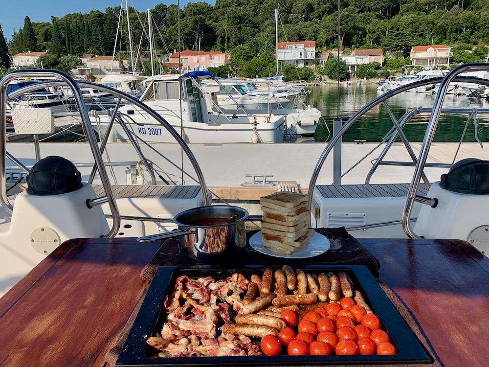 English breakfast na molu v Korčule