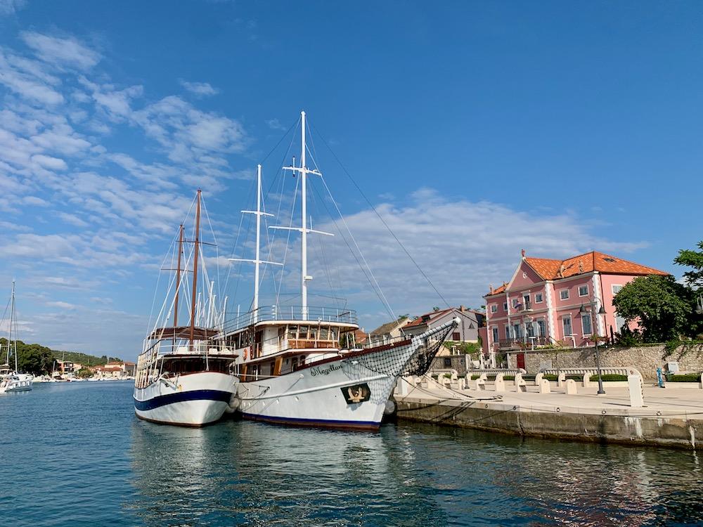 Stari grad - přístavní molo